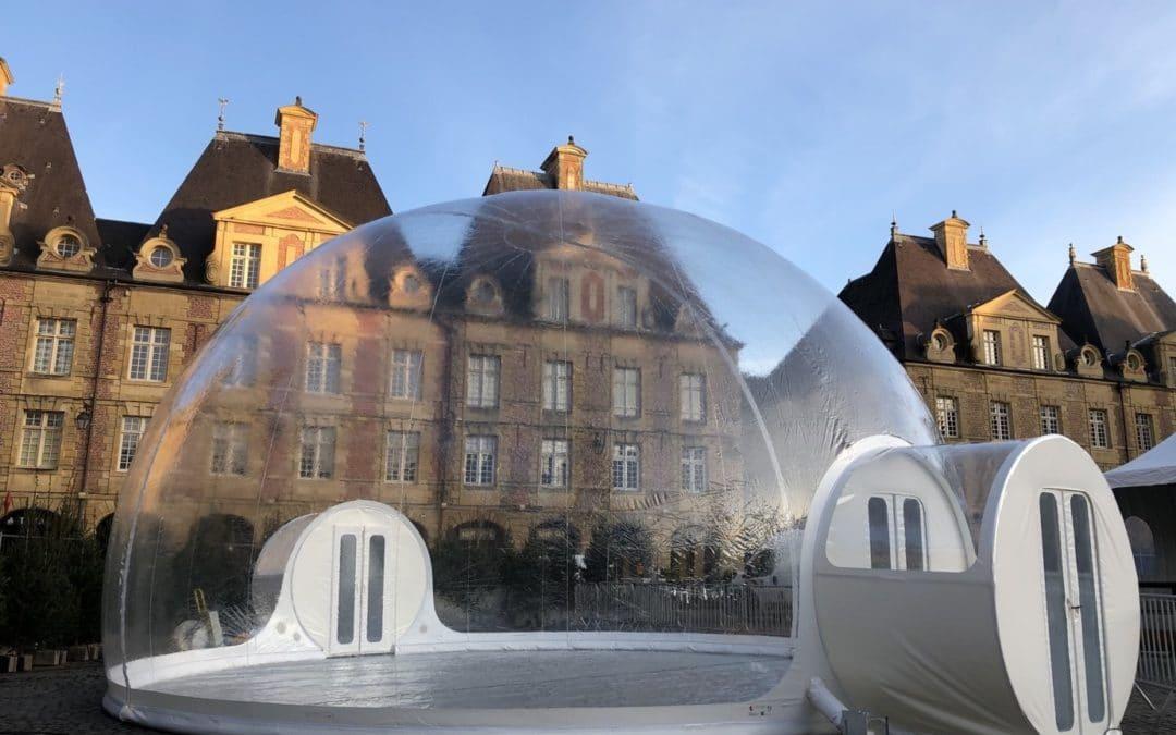 Louer un igloo gonflable pour susciter l'intérêt des visiteurs à un événement professionnel.